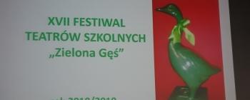 """""""WYCIECZKA"""" NA TEATRALNYCH PREZENTACJACH"""